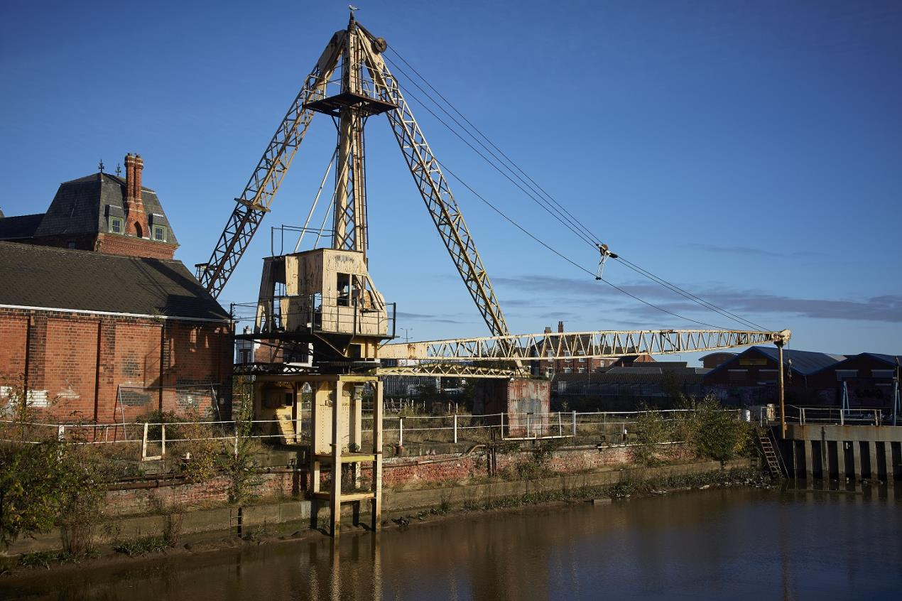 Search for contractor to restore Hull's last remaining 20th century Scotch Derrick crane
