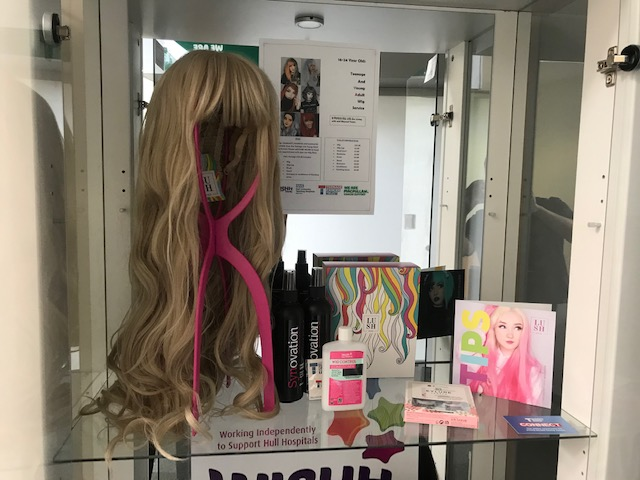 Read more about the article Teenage Cancer Unit sets up new wig service for young people